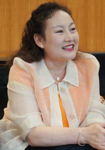 """张丽的日本名字_用歌声搭起日中的彩桥——访""""丝路歌手""""司马丽子   Nippon.com"""