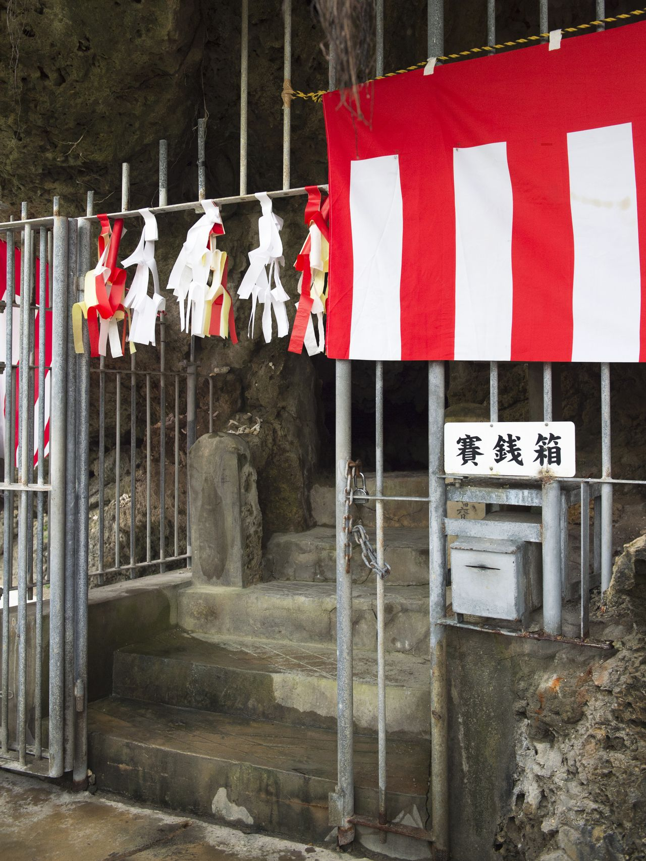 The entrance to the cave is usually closed, but people can enter for Lunar New Year ceremonies.