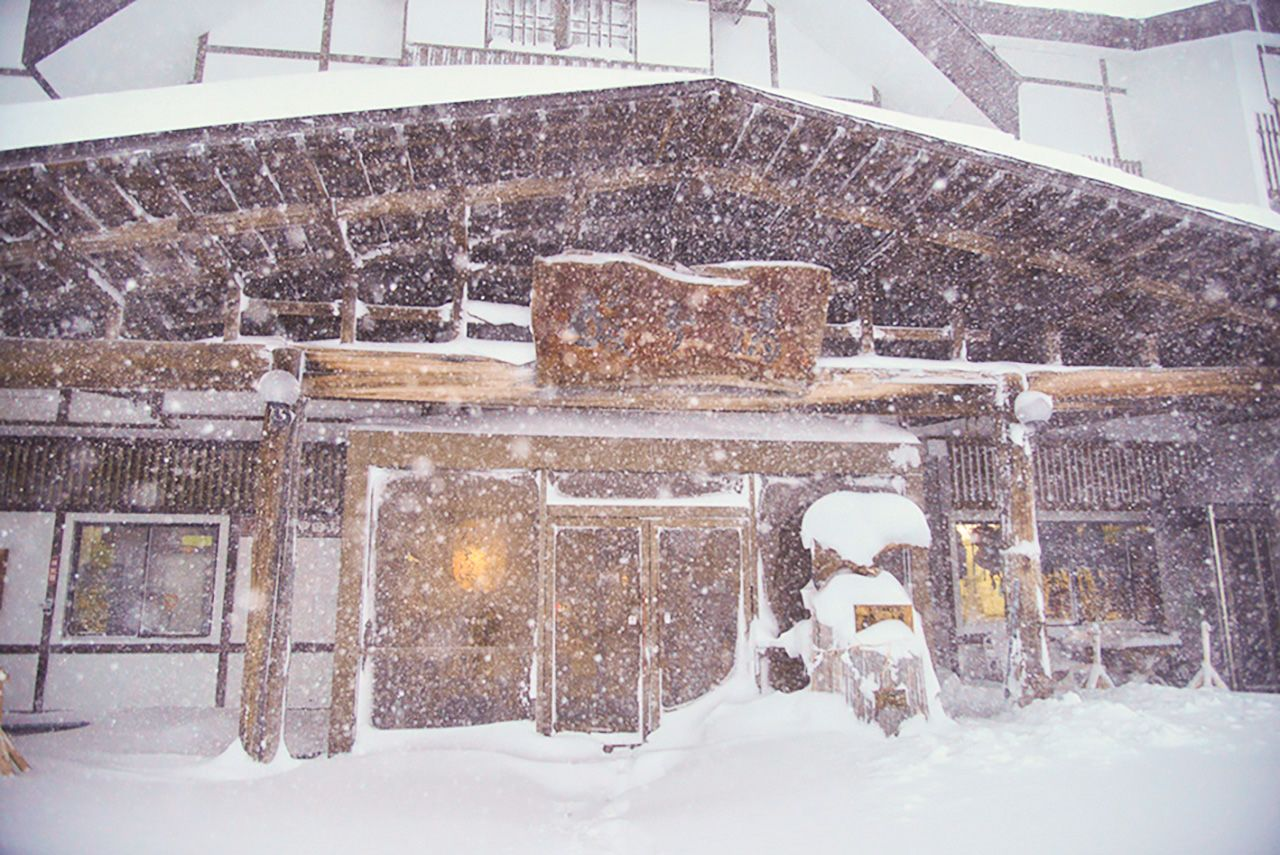 Sukayu Onsen in February. The annual snowpack here often reaches depths of 2 meters or more.