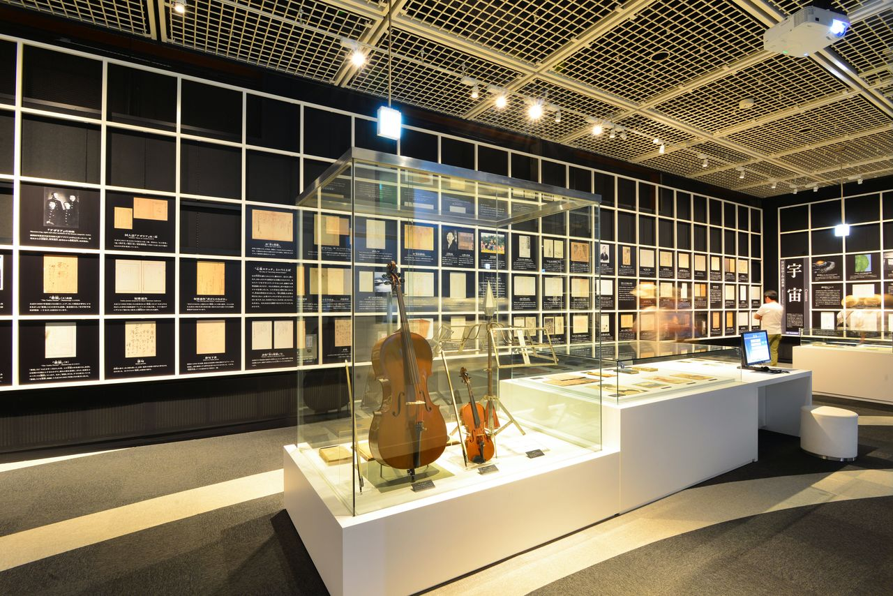 This display shows Miyazawa's cello next to the violin used by his younger sister, Toshi.