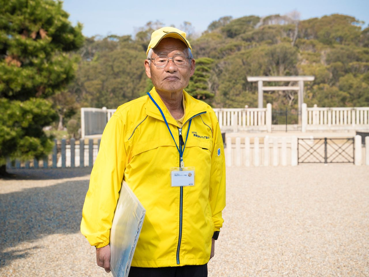 Locals serving as volunteer guides average over 70 years of age, and can be identified by their distinctive yellow caps and windbreakers.