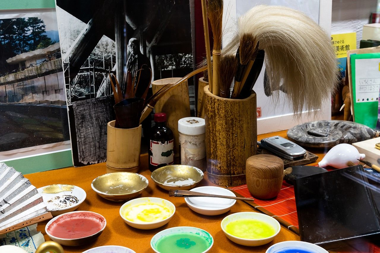 On display at the museum are some of Itchiku's preferred chemical dyes, which he imported from Germany, and the hair brushes he used to apply them.