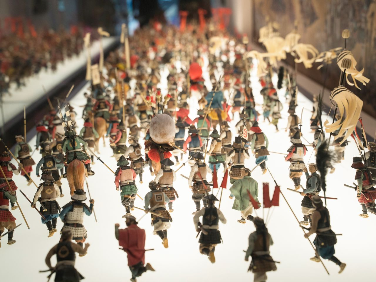 A diorama with miniature figures depicting a battle at the second Siege of Osaka.