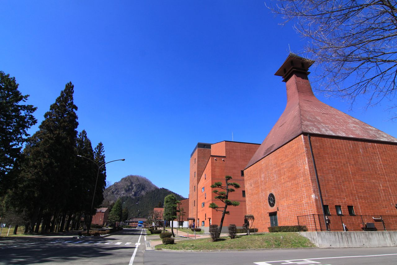 The red-brick distillery with Mount Kamakura in the background. (Courtesy Sendai Nikka Service)