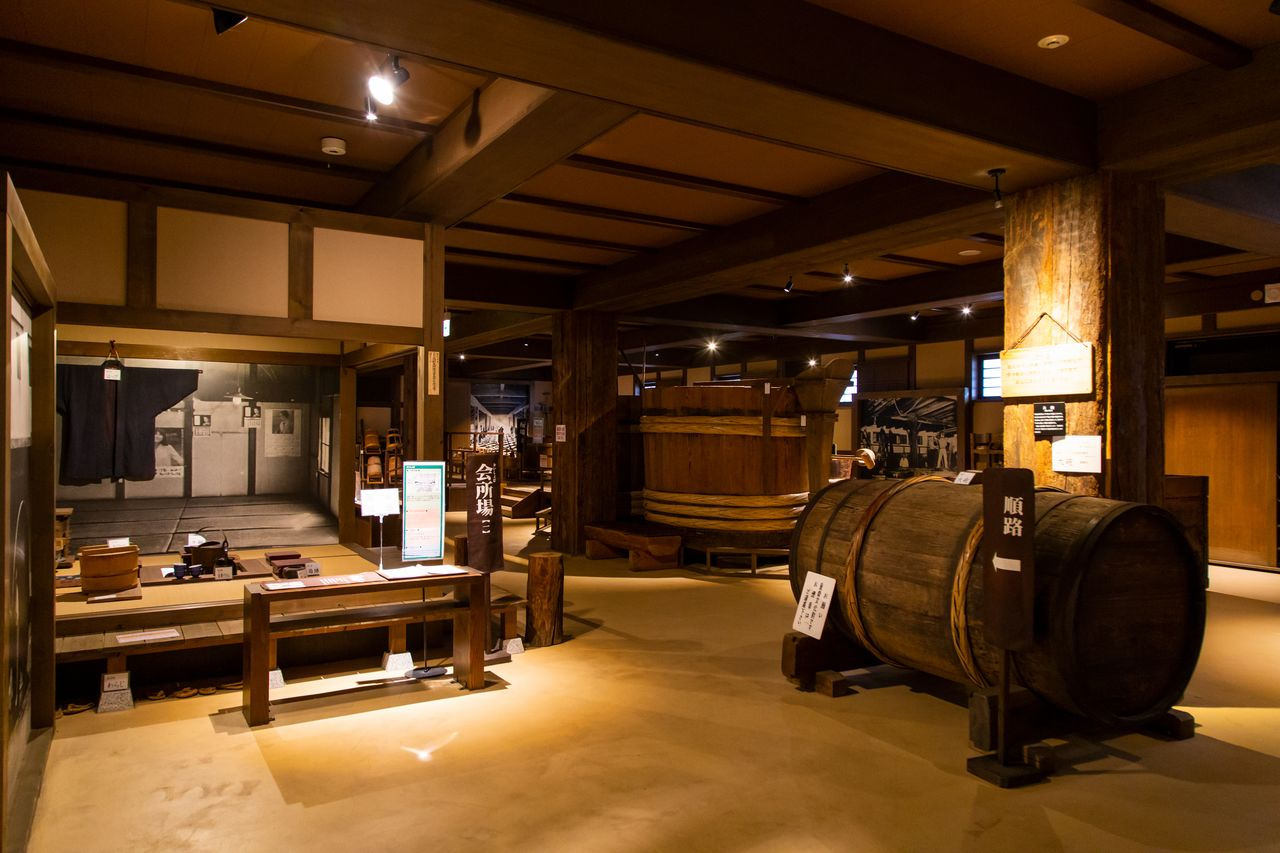 The Kiku Masamune Sake Brewery Museum introduces visitors to traditional sake-brewing methods and the history and appeal of Nada sake. Among the exhibits are Nada sake-making equipment, designated important folk cultural properties by the government, and other valuable artifacts.