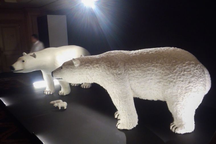 The polar bear hariko exhibited at the Take Action Charity Gala 2011. The washi is feathered to create realistic-looking fur. (Courtesy Hashimoto Shōichi)