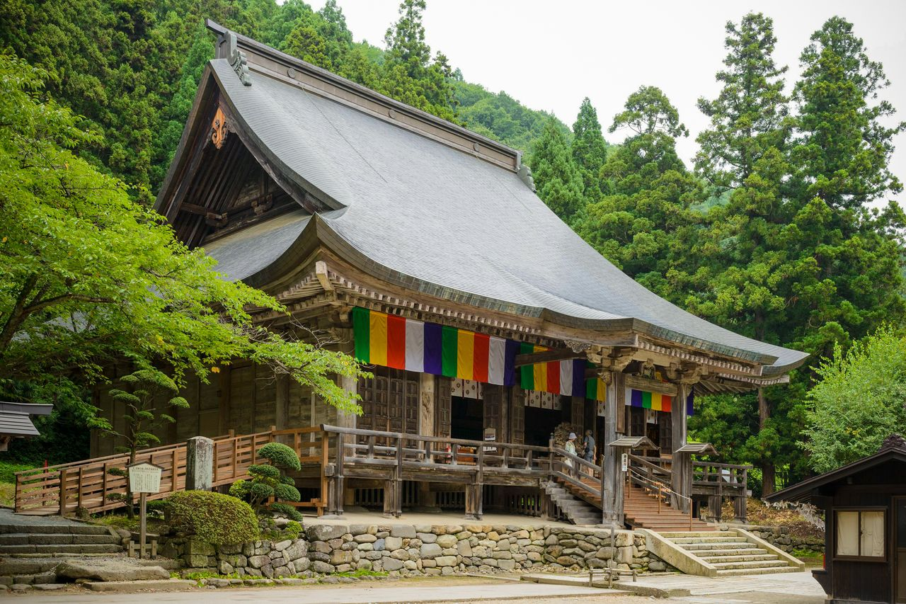 The Konpon-chūdō Main Hall, designated an important cultural asset, houses a seated wooden image of Yakushi Nyorai reputedly carved by Ennin. (Courtesy of the Yamagata Tourist Association)