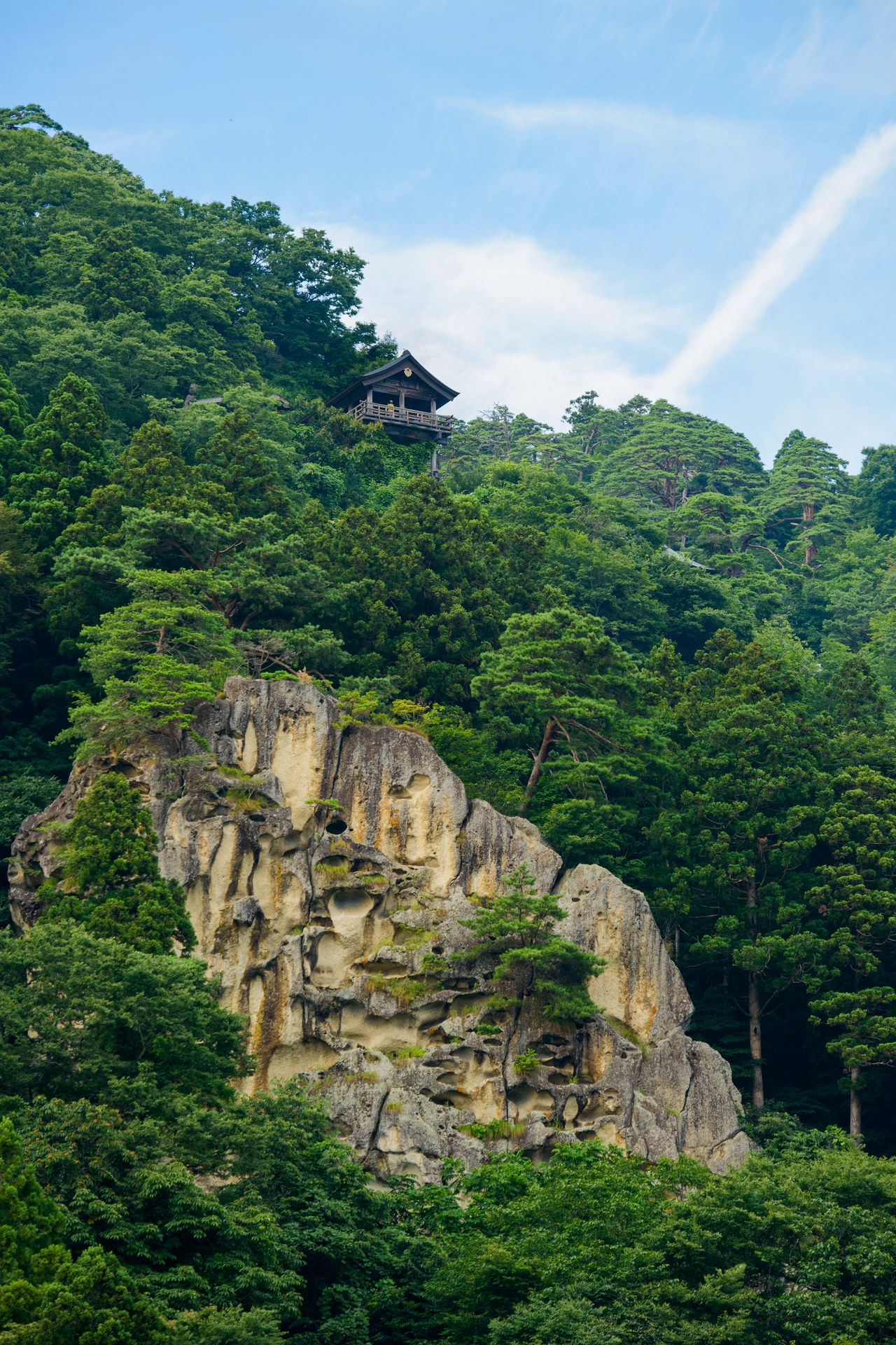 Tainaidō, out of bounds to ordinary worshippers, stands atop a cliff. (Photo courtesy of the Yamagata Tourist Association)