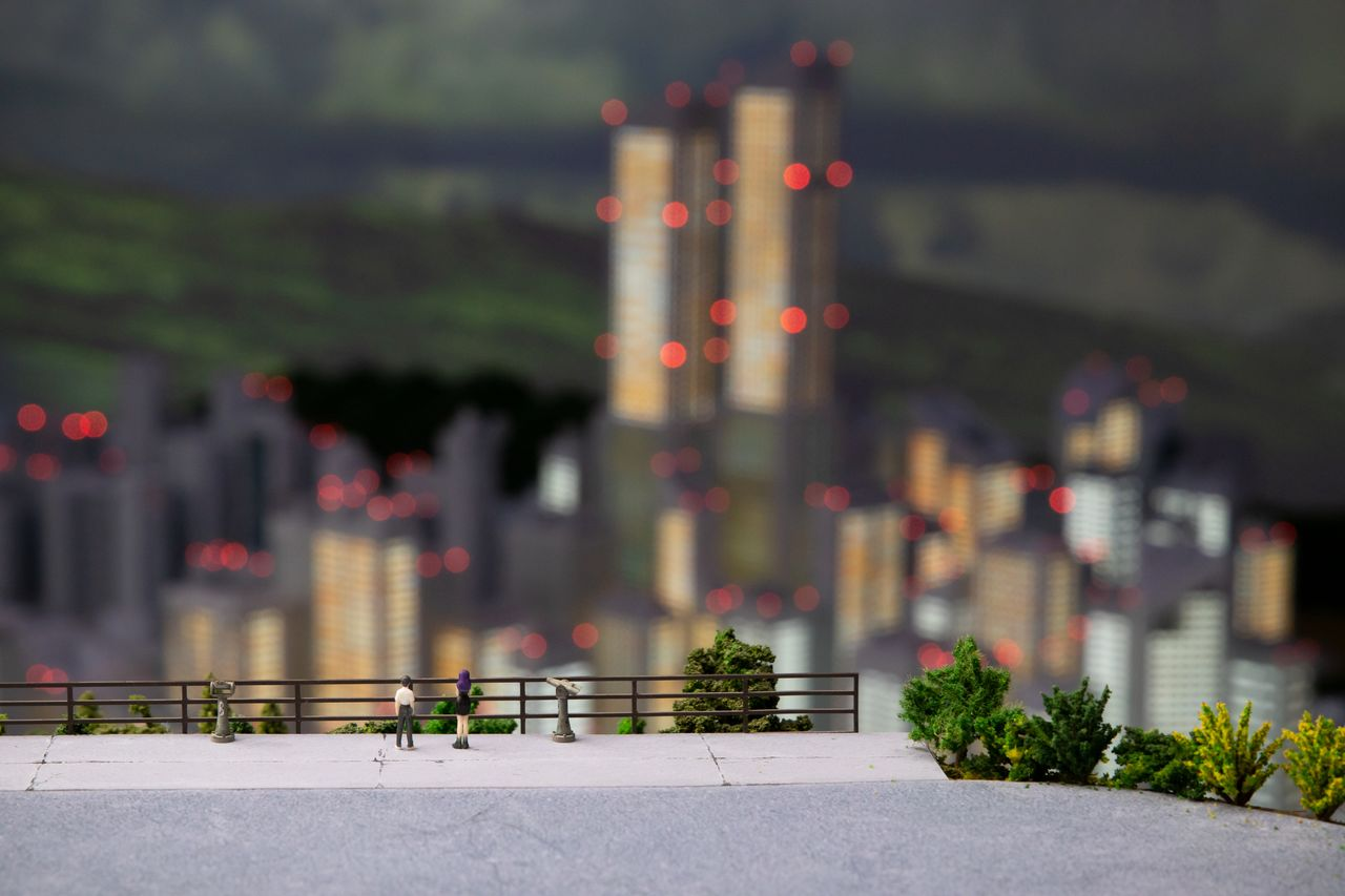 The famous scene where Ikari Shinji and Katsuragi Misato gaze down upon Tokyo-III from the slopes of Mount Kintoki. What Evangelion fan would not want a personalized figure included in this scene? (© Khara)