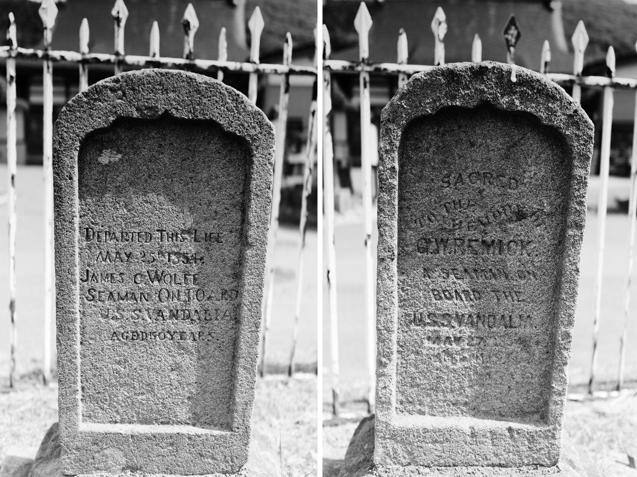 Makam Wolfe (kiri) dan Remick.