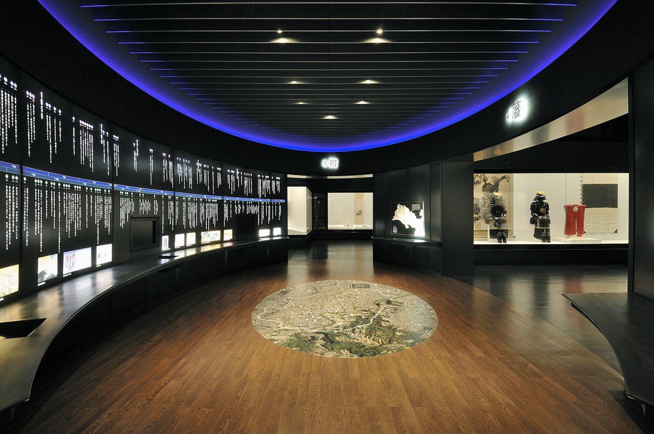 Pameran permanen di museum terdiri dari sekitar 1.000 item. Item lainnya diubah secara musiman. (Sumber dari Museum Kota Sendai)