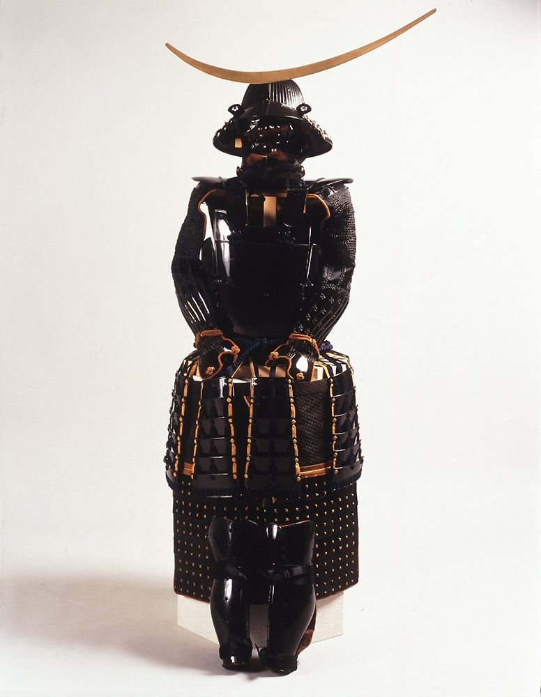 Baju besi pernis hitam yang dikenakan oleh Date Masamune ditetapkan sebagai Properti Budaya Penting Nasional. (Sumber dari Museum Kota Sendai)