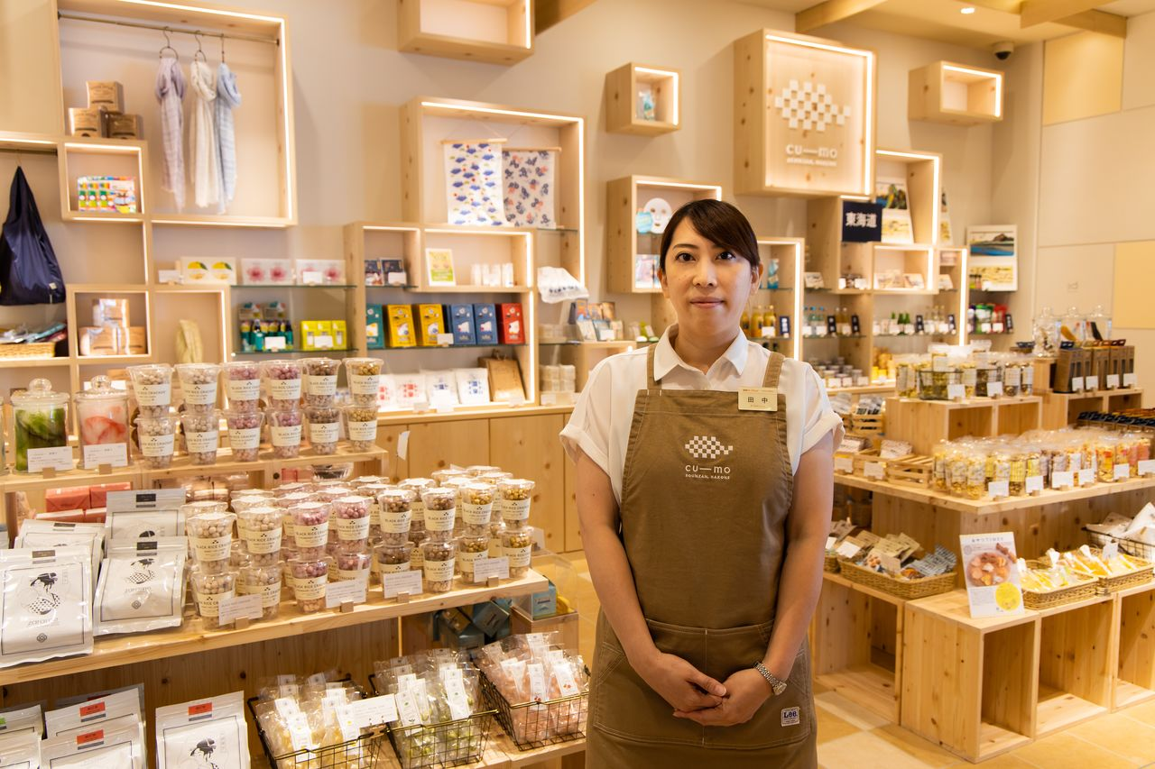 Tanaka Rina awaits customers at Cu-mo Hakone.