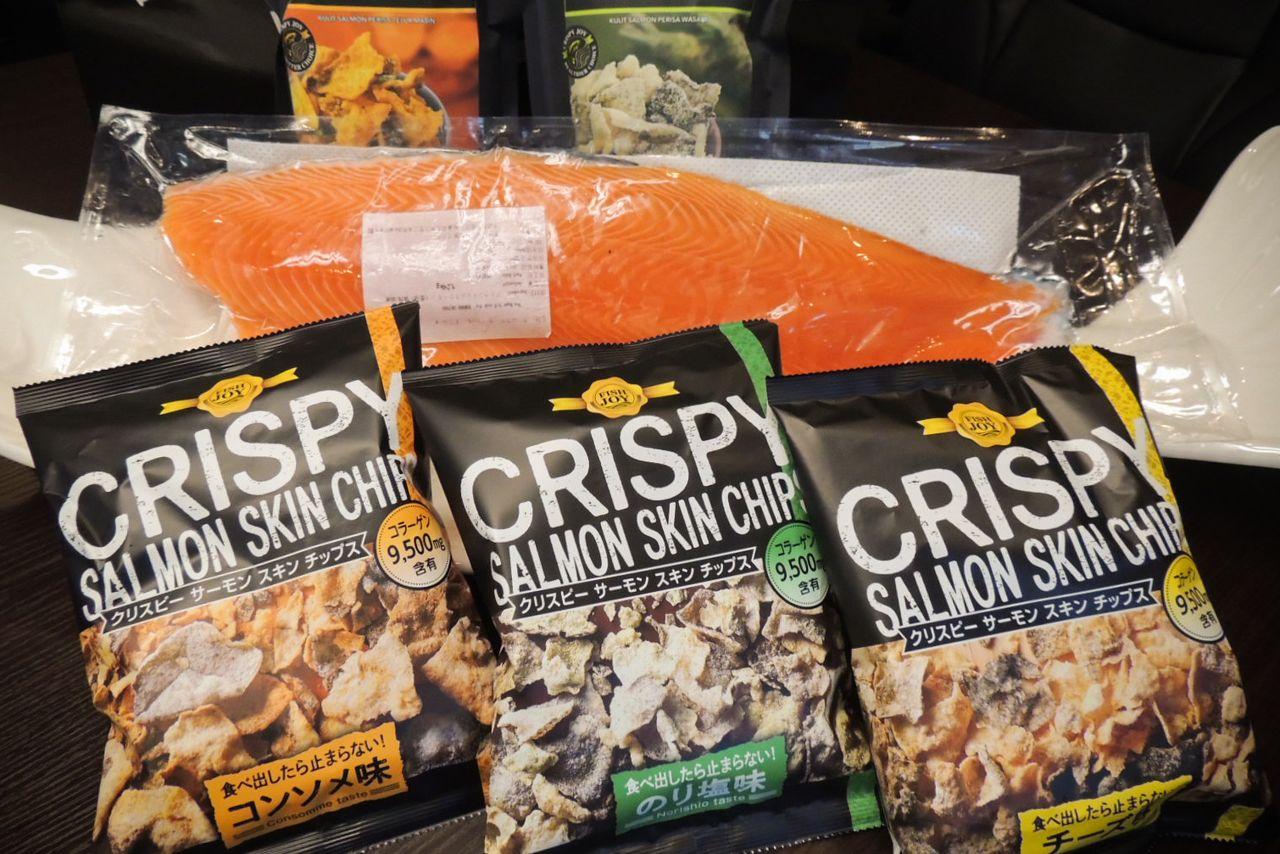 Ocean Trading Company meluncurkan lini keripik kulit salmon pada Juni 2020. (Foto oleh penulis)