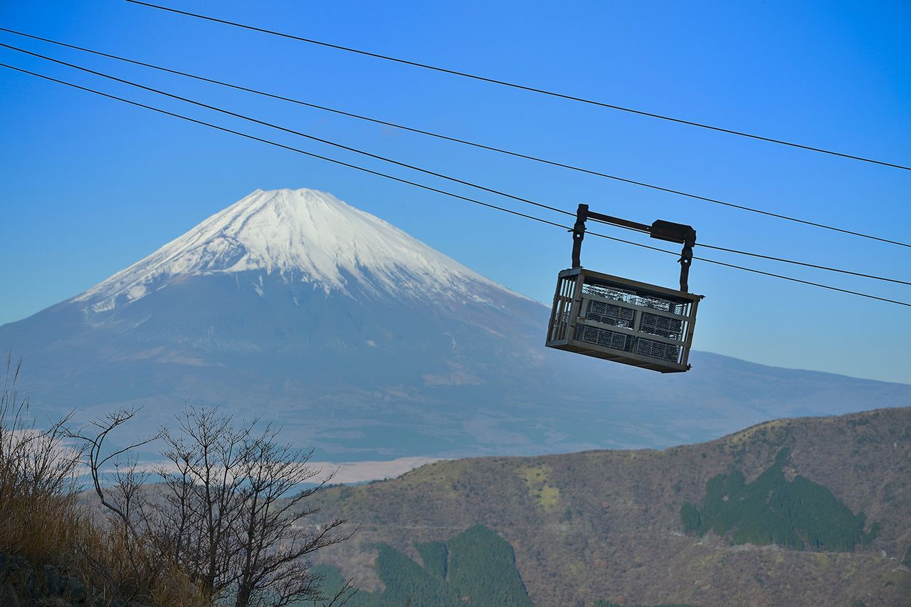 A dedicated cableway transports the eggs while they are still warm. (Courtesy of Ōwakudani Kurotamago-kan)