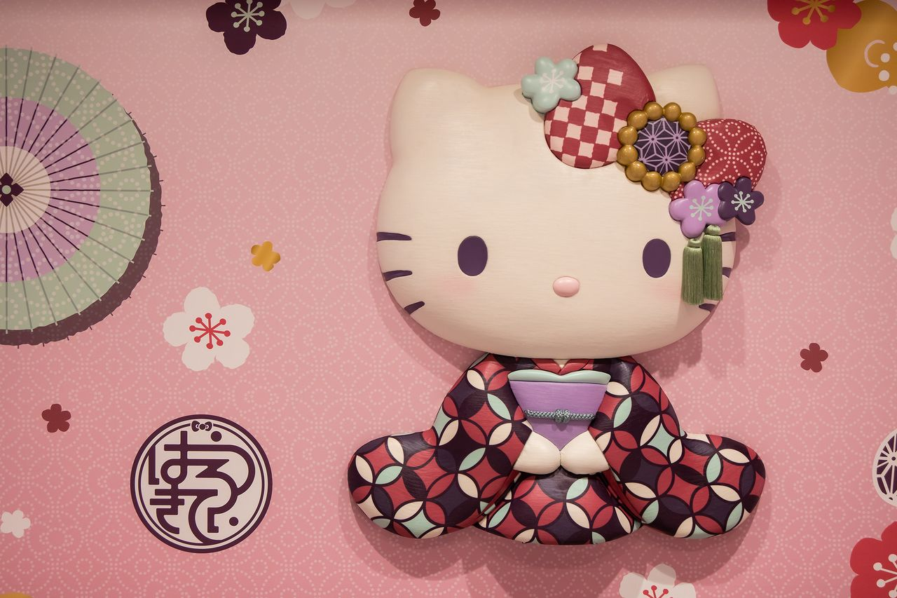 The Wa-Modern Hello Kitty character is dressed in a traditional chic kimono and hair ornament. The Hello Kitty logo in cursive hiragana script appears at bottom left.