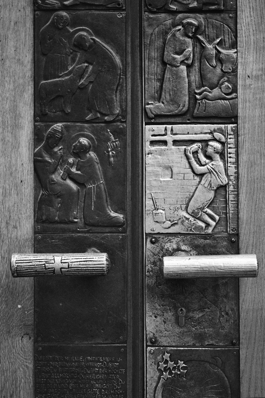 The birth of Christ carved on a church door. (1997, Salzburg)
