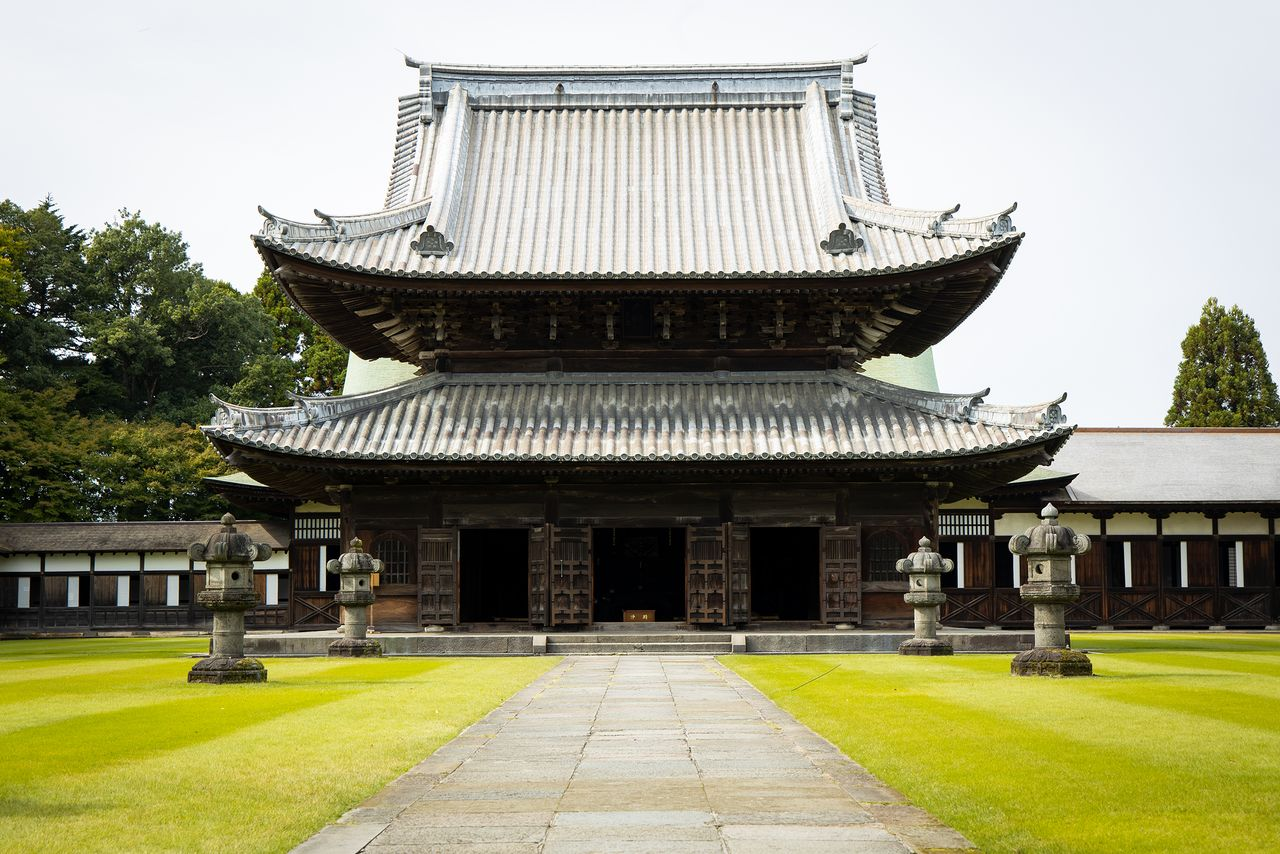 The lead on the roof of the Butsuden is said to weigh 47 tons in total.