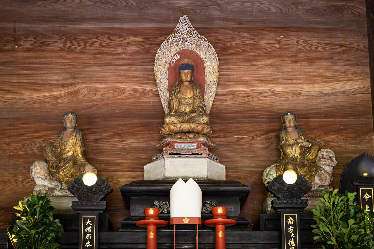 The principal images of the Buddha and attendants were brought over from China more than 300 years ago.