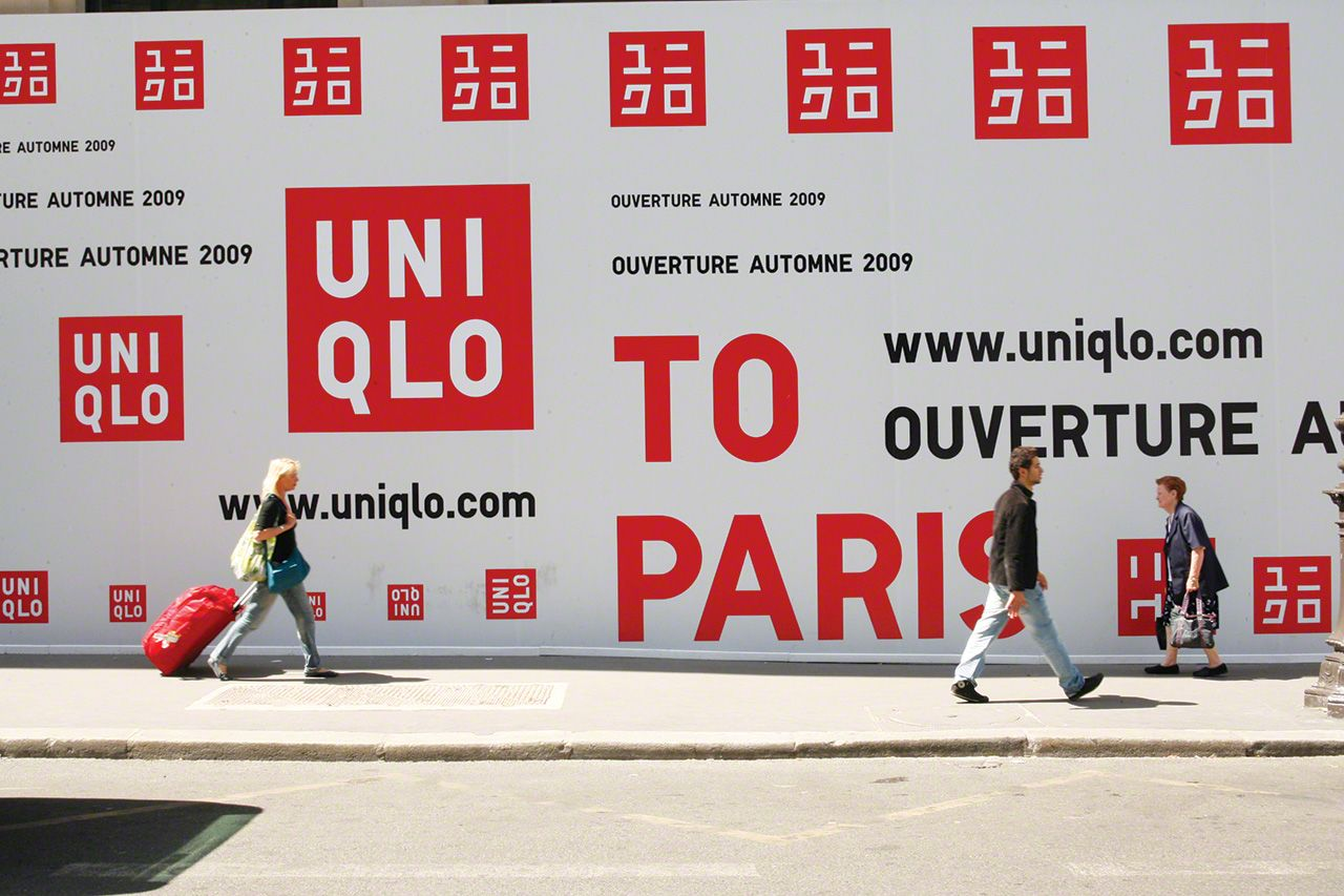 During the publicity campaign for the opening of Uniqlo's global flagship store in Paris (October 2009), Satō's bold bilingual logo was plastered all over the iconic European city.