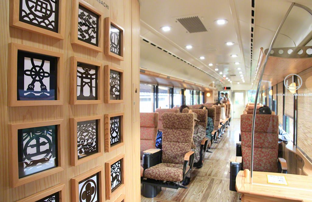 Interior of the Umisachi Yamasachi train. The outer walls of the lavatories incorporate traditional Japanese motifs.