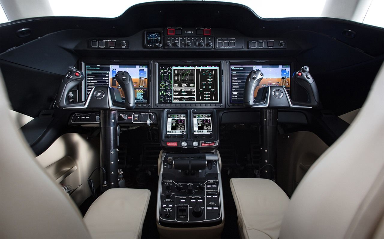 HondaJet's cockpit. (Photo courtesy of Honda)