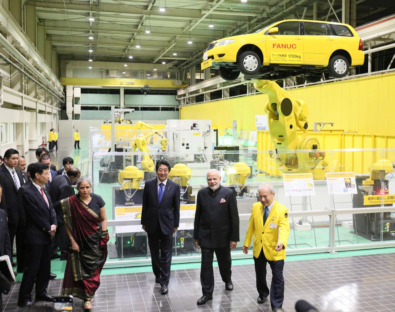 Abe Shinzō and Narendra Modi visit the Central Technical Center of Fanuc, a leader in the field of industrial robotics. Taken on October 28, 2018, in Oshino, Yamanashi Prefecture. (© Jiji)