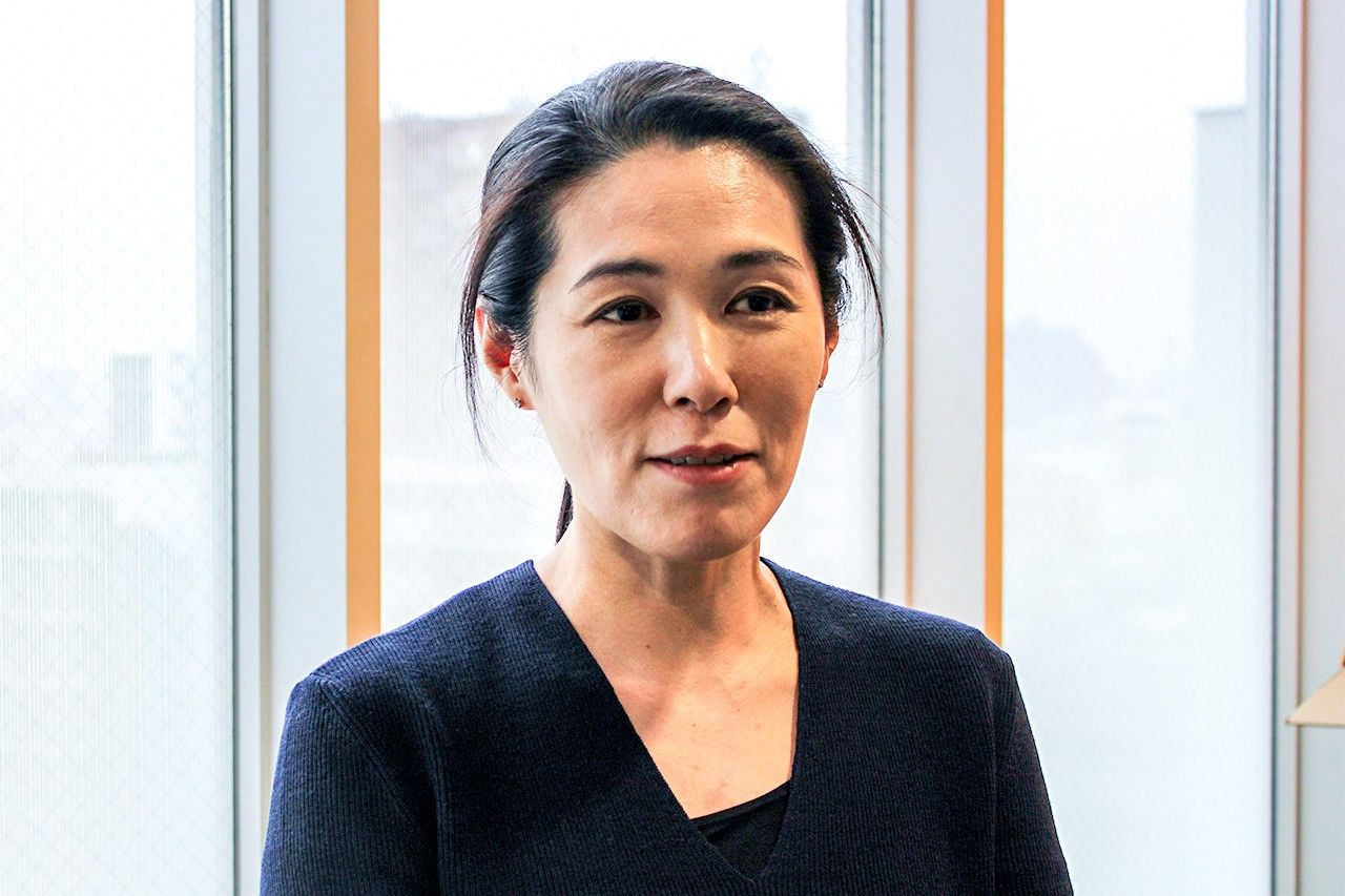 Taishō University associate professor Ukawa Kō studies problems facing refugees from Vietnam, focusing on the issues faced by women during and after pregnancy.