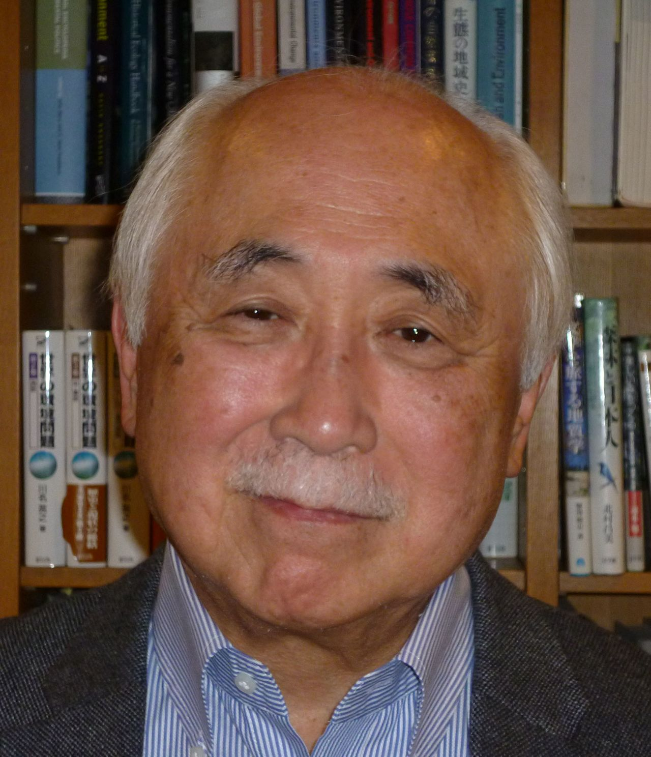 "Ishi HiroyukiEnvironmental journalist and scientist. After a stint on the Asahi Shimbun editorial board, served as a senior consultant to the United Nations Environment Program in Nairobi and Bangkok. Other positions include professorships at the University of Tokyo and Hokkaidō University and Japanese ambassador to Zambia. His works include Chikyū kankyō hōkoku (Global Environmental Report) and Watashi no chikyū henreki—Kankyō hakai no genba o motomete (My World Travels in Search of Environmental Destruction). Author of the Nippon.com series ""Remarkable Recovery: The Modern History of Japan's Environment."""