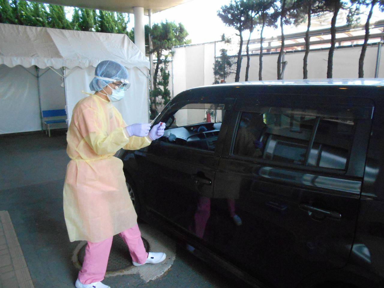 Prefektur Tottori adalah yang pertama di Jepang yang menerapkan pengujian PCR drive-through.
