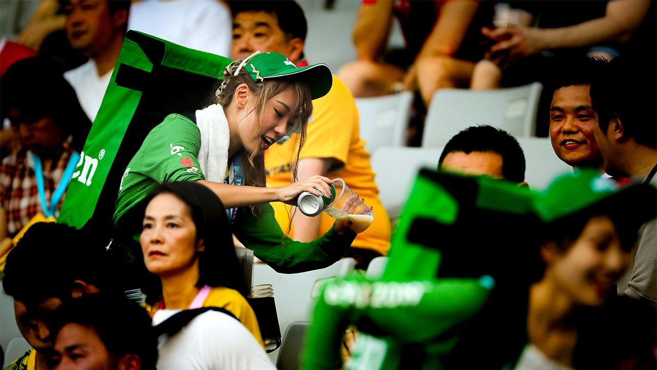 Thirsty Rugby Fans Boost Beer Sales in September and October - Nippon.com