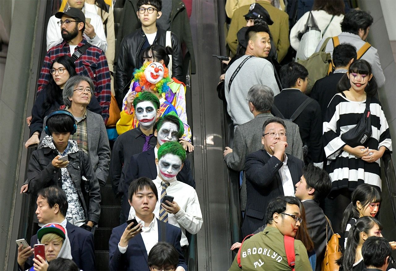 Costumes are nothing unusual at Shibuya Station at Halloween. Picture taken on October 31, 2018. (© Jiji)