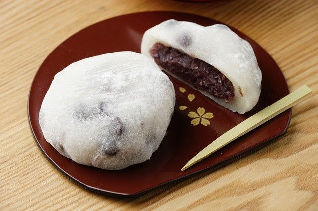 Mame daifuku with azuki blended into the outer mochi layer.