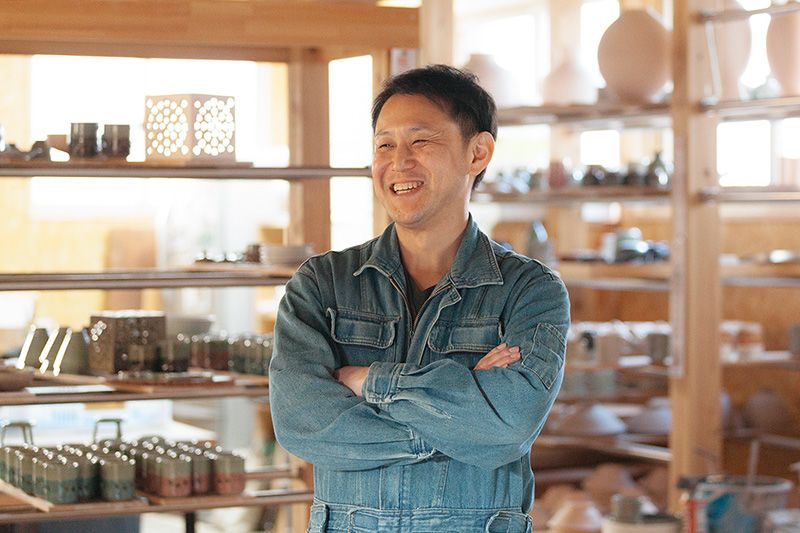 Sue Masanori is the tenth generation of the Suetoku family, a line of potters going back centuries.