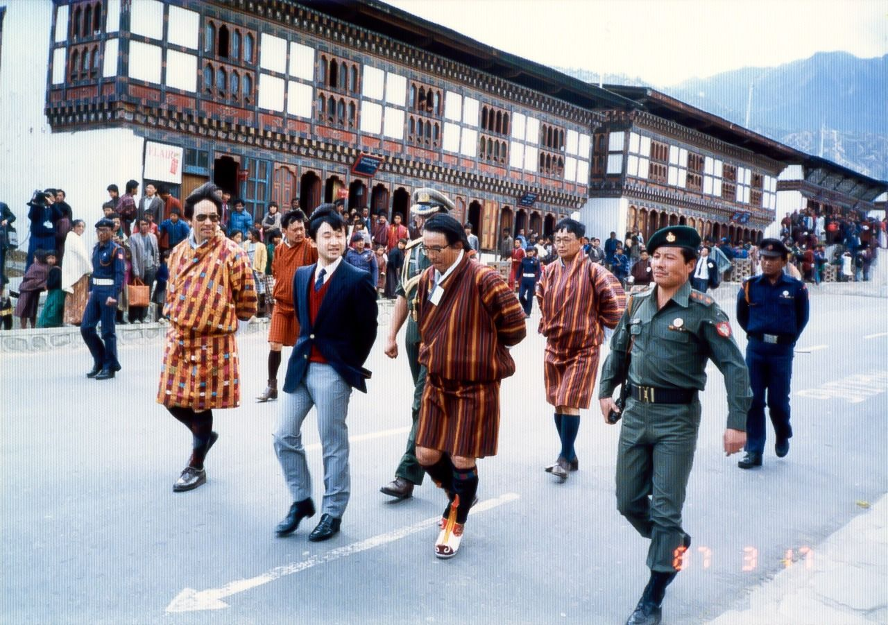 Prince Naruhito walking in the Bhutanese capital of Thimphu in March 1987. (Courtesy Saitō Katsuhisa)