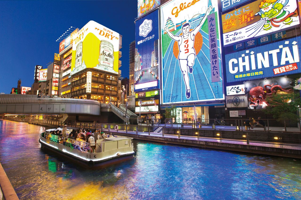 A boat tours the Dōtonbori canal in Osaka's Minami district. (© Osaka Convention and Tourism Bureau)