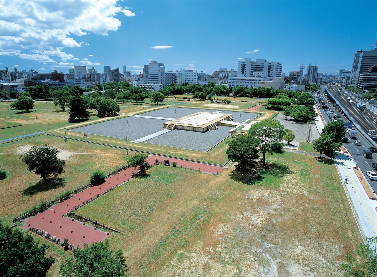 The site of Naniwakyō, the historic palace of the capital for one year from 744. (© Osaka Convention and Tourism Bureau).