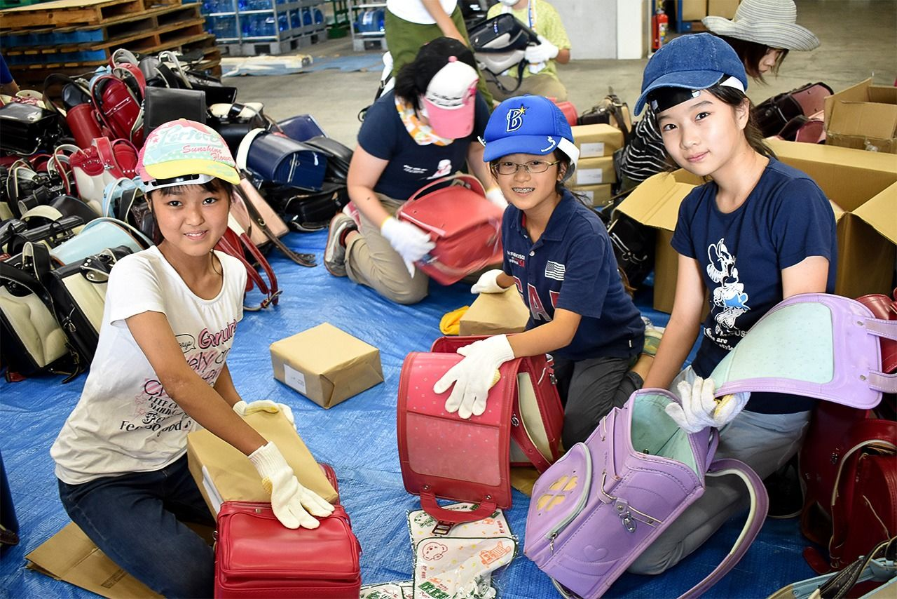 Children help out as volunteers. From left: Kō (13), Mirei (11), and Hiroka (12).