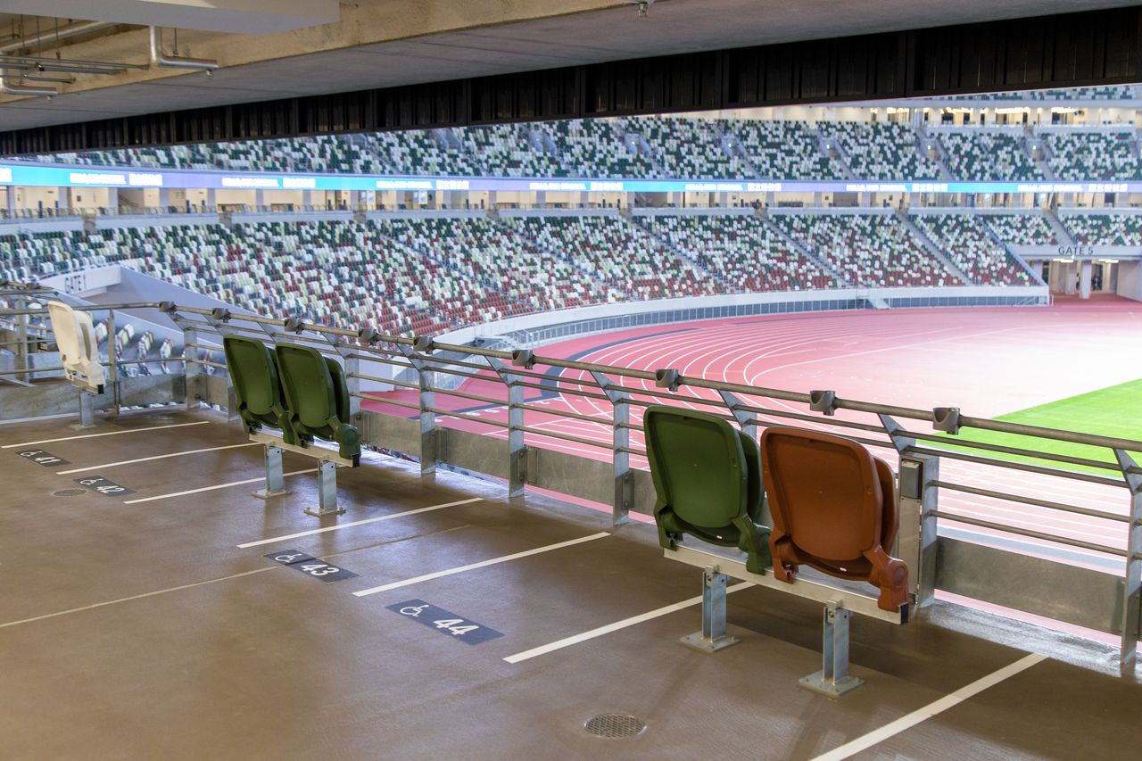 In the new stadium, pairs of regular seats are flanked by wheelchair spaces, so that those in wheelchairs do not need to be separated from their companions.