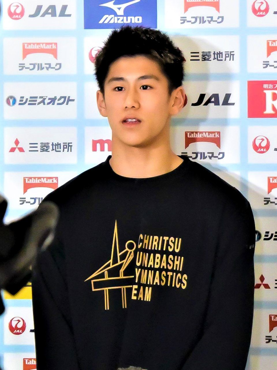 Hashimoto Daiki talks after winning the Individual All-Around Super Final. (Courtesy Yanai Yumiko)