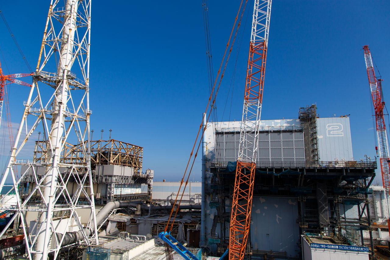 Cranes and other equipment around the Unit 1 (left) and Unit 2 reactor buildings.