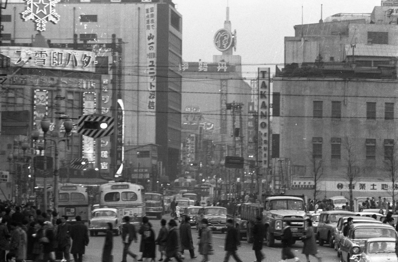Shinjuku Station East Exit in the 1950s. (Courtesy Shinjuku Historical Museum)