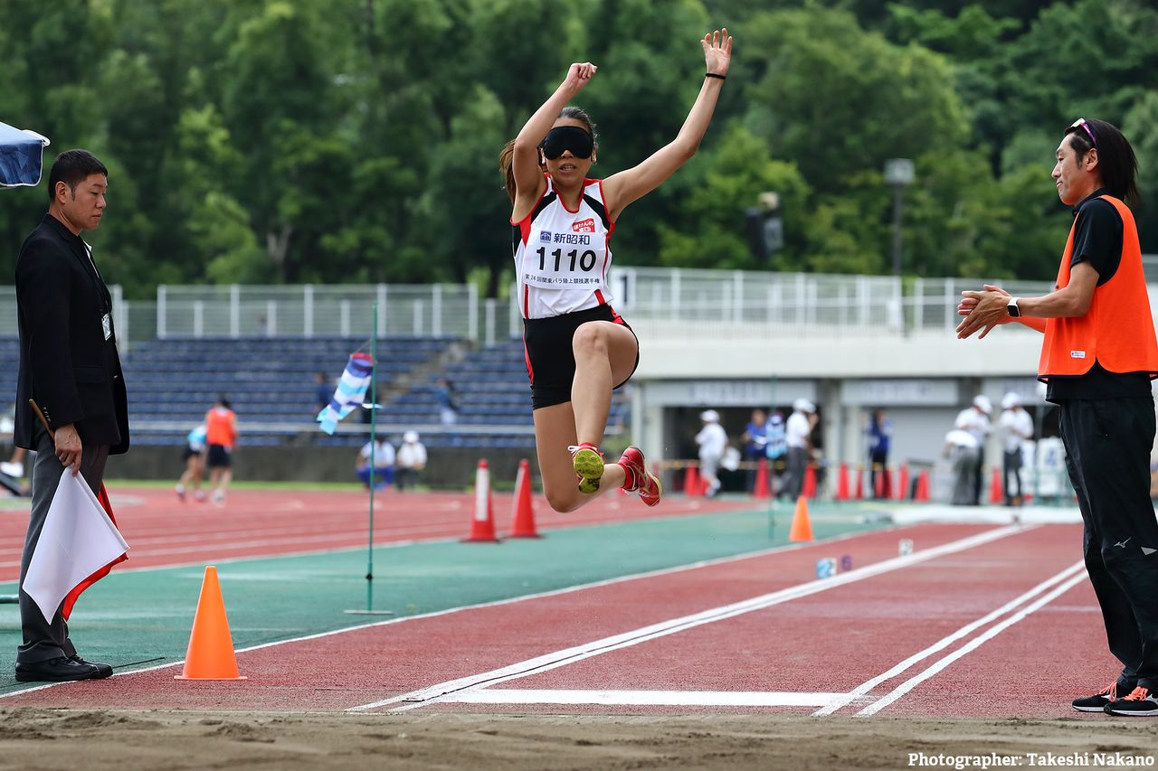Ōmori (right) calls for Takada during the long jump competition at the 2019 Kantō Para Athletics Championships in Tokyo.