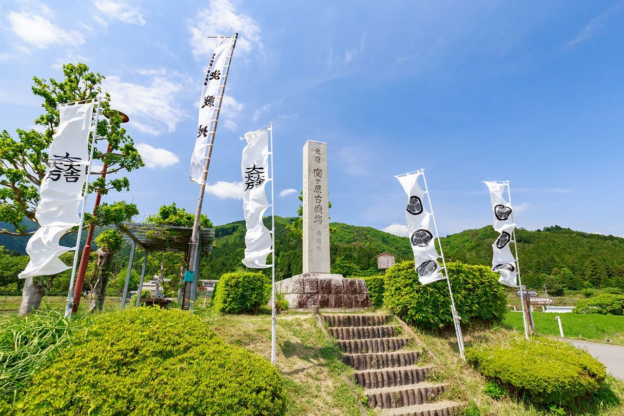 A monument marking the location of the Battle of Sekigahara in Gifu Prefecture. (© Pixta)