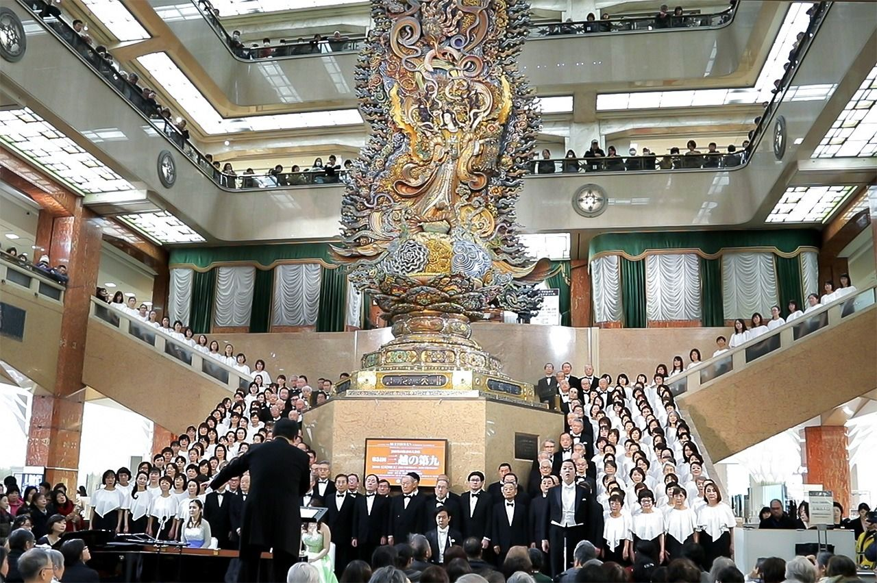 A choral recital of the Ninth Symphony held at Mitsukoshi Department Store (Nihonbashi, Tokyo) in December 2018. Will we be able to attend year-end performances of the Ninth this year? (© Jiji)