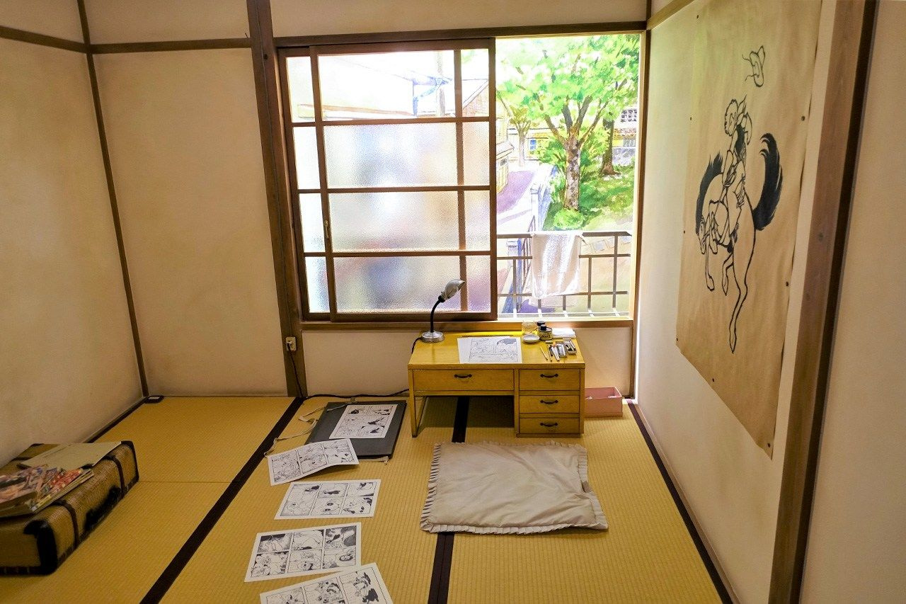 The room of Mizuno Hideko, the only female manga artist at Tokiwa-sō. A trailblazer of girls' manga, she arrived in Tokyo from Yamaguchi Prefecture's Shimonoseki at age 18 with nothing more than a suitcase. She often collaborated with Akatsuka and Ishinomori.
