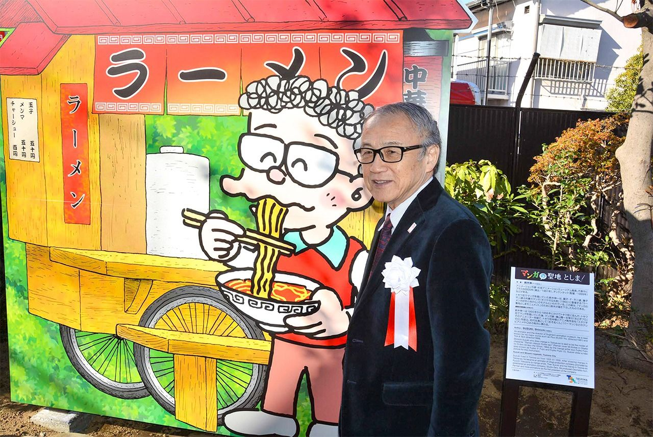 A ramen cart monument with an illustration by Suzuki Shin'ichi on display in Minami-Nagasaki Park. In Fujiko manga, he is always portrayed with a furrowed brow, but here he is smiling. (© Suzuki Shin'ichi; courtesy Toshima City)
