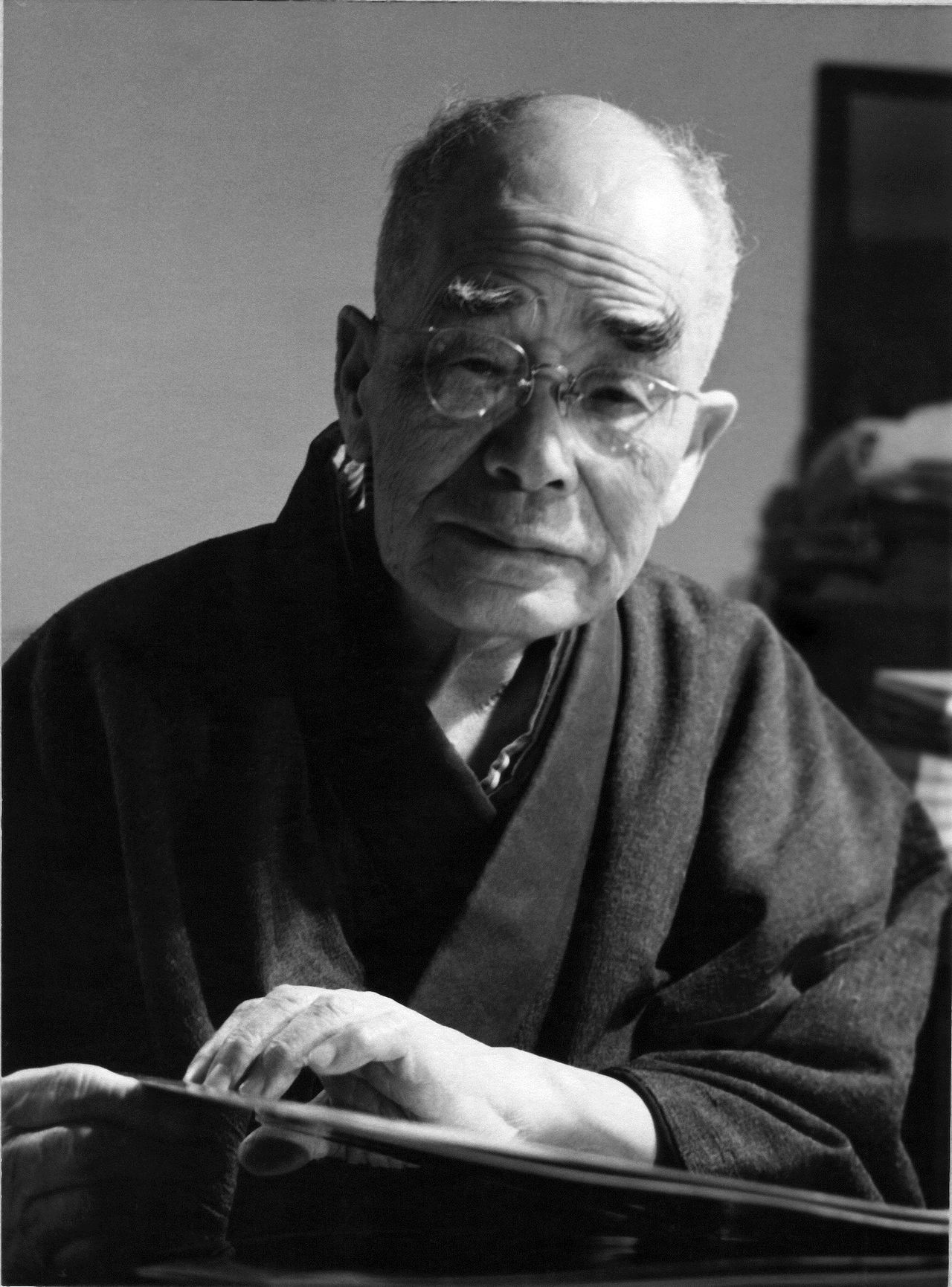 Suzuki spent the late 1950s in Kamakura, immersed in study. (© D. T. Suzuki Museum)