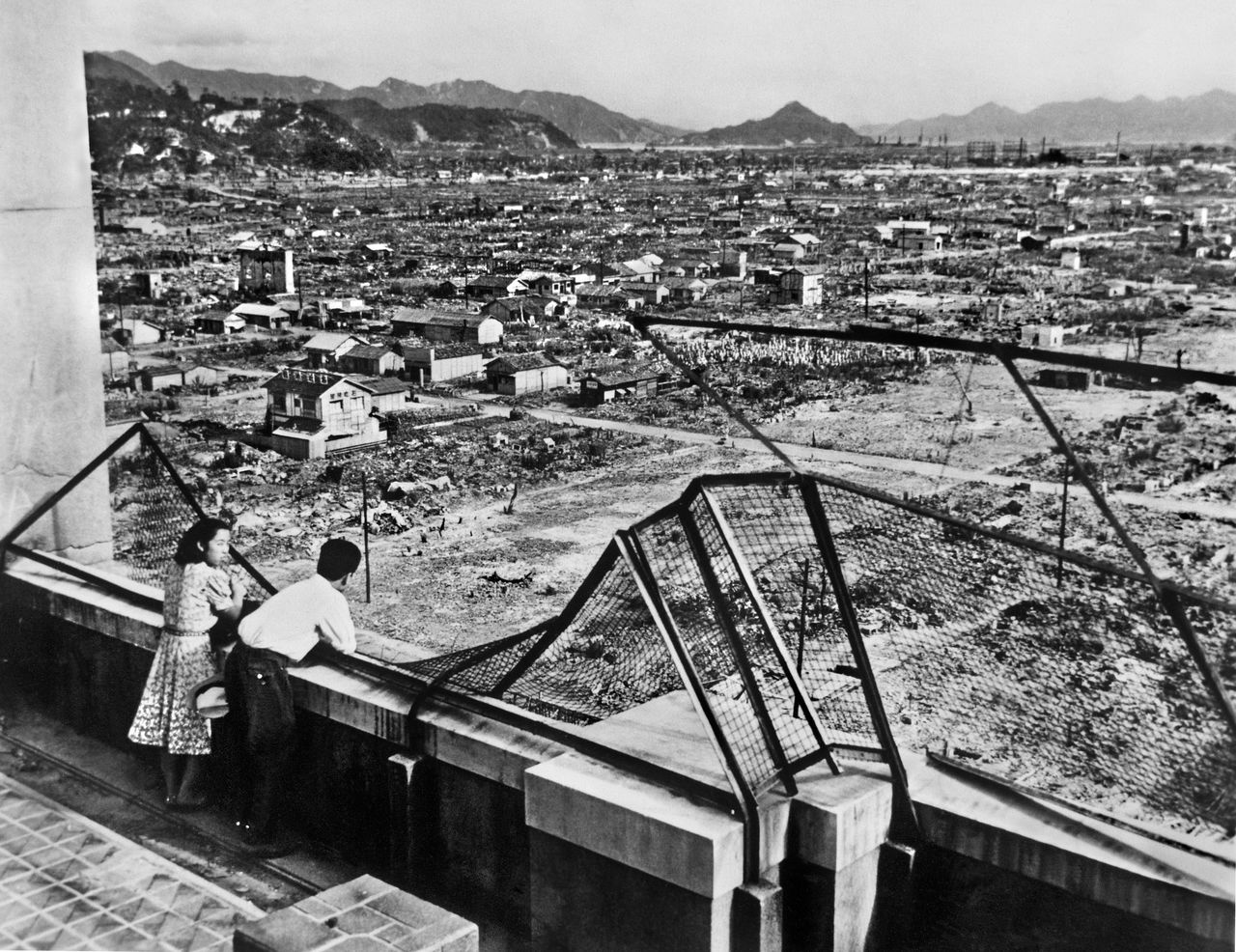 A couple gazing out at the burned out city, August 1946. (© Kyōdō News)