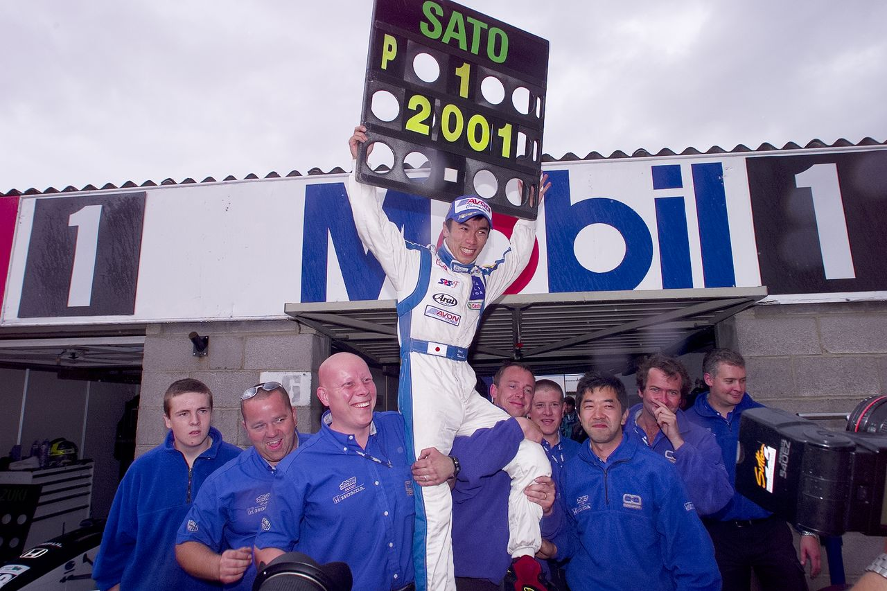Satō naik di pundak krunya setelah merebut kejuaraan Formula Tiga Inggris pada tahun 2001, menyiapkan panggung untuk debut F1 tahun berikutnya.